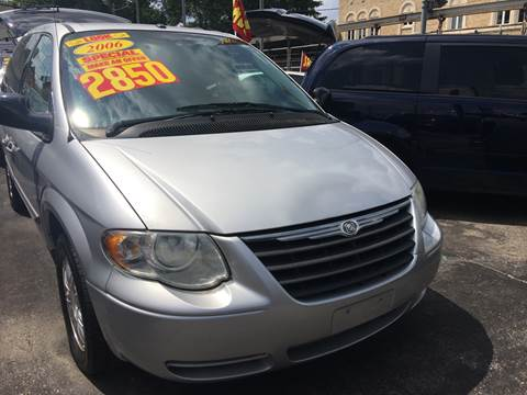 2006 Chrysler Town and Country for sale at Jeff Auto Sales INC in Chicago IL