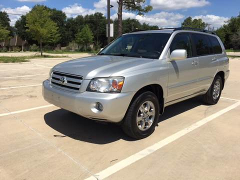 2005 Toyota Highlander for sale at Safe Trip Auto Sales in Dallas TX