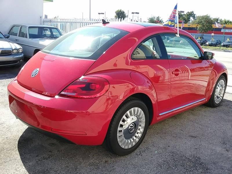 2013 Volkswagen Beetle 2.5L PZEV 2dr Hatchback 6A w/ Sunroof, Sound and Navigation - Miami FL