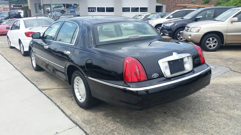2000 Lincoln Town Car Executive 4dr Sedan In Bristol Va State Line