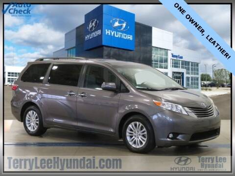 2017 Toyota Sienna for sale at Terry Lee Hyundai in Noblesville IN