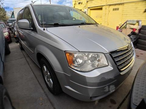2009 Chrysler Town and Country for sale in Denver, CO