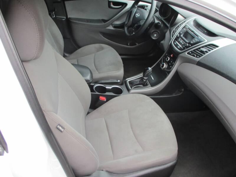 2016 Hyundai Elantra SE 4dr Sedan 6A (US) - Wichita KS