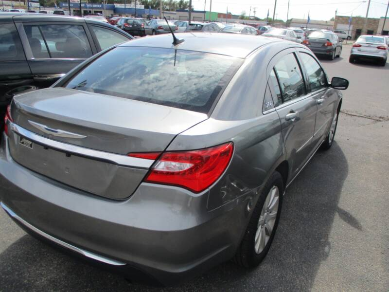 2013 Chrysler 200 Touring 4dr Sedan - Wichita KS