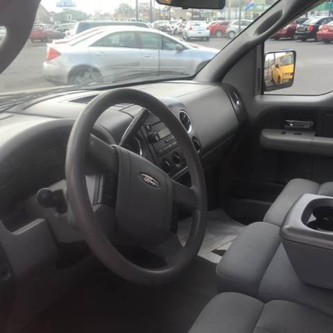 2004 Ford F-150 2dr Standard Cab XL Rwd Styleside 6.5 ft. SB - Wichita KS