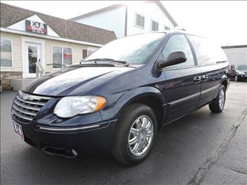 2005 Chrysler Town and Country for sale in Waterloo, IA