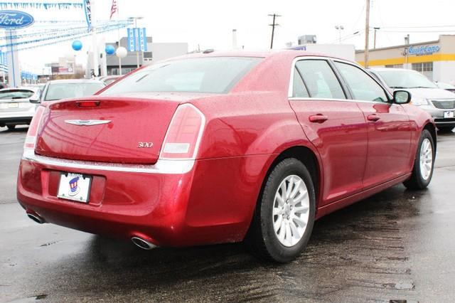 2014 Chrysler 300 4dr Sedan - St. Louis MO