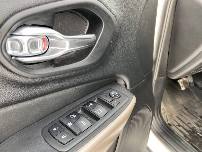 2017 Jeep Cherokee Limited (image 9)
