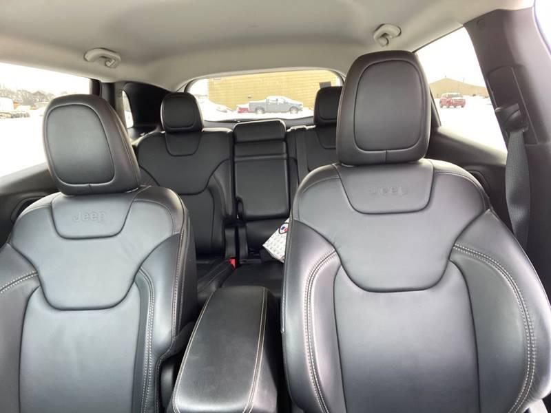 2017 Jeep Cherokee Limited (image 13)