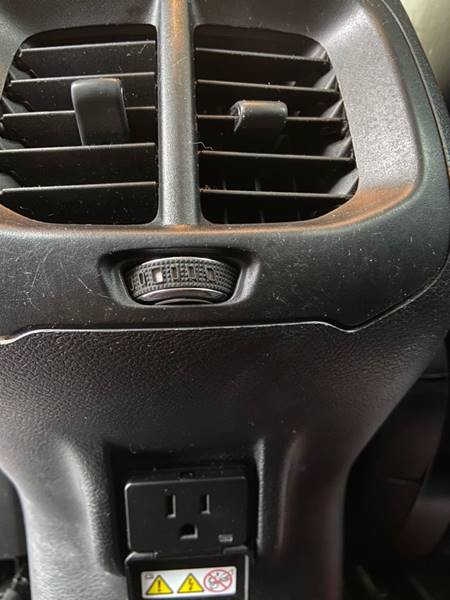 2017 Jeep Cherokee Limited (image 16)