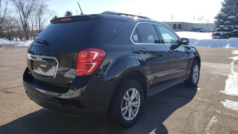 2017 Chevrolet Equinox LT (image 5)
