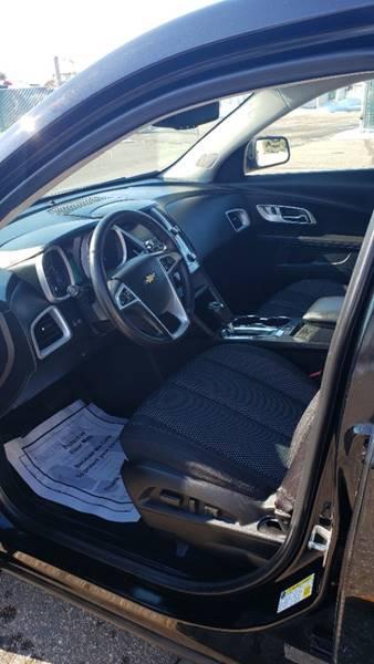 2017 Chevrolet Equinox LT (image 10)