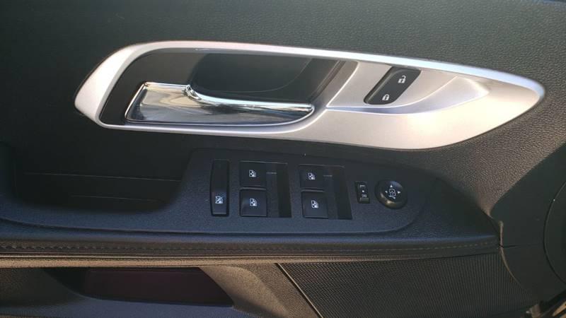 2017 Chevrolet Equinox LT (image 11)