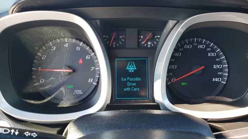 2017 Chevrolet Equinox LT (image 15)