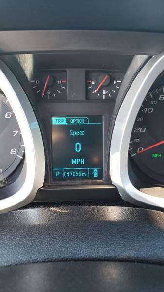 2017 Chevrolet Equinox LT (image 16)