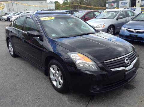 2007 Nissan Altima for sale at DISTINCTIVE MOTOR CARS UNLIMITED in Johnston RI
