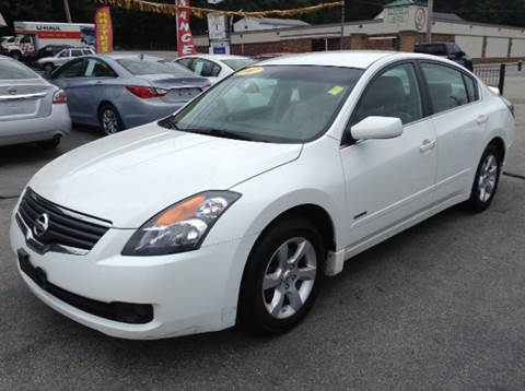 2007 Nissan Altima Hybrid for sale at DISTINCTIVE MOTOR CARS UNLIMITED in Johnston RI