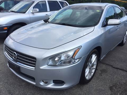 2009 Nissan Maxima for sale at DISTINCTIVE MOTOR CARS UNLIMITED in Johnston RI