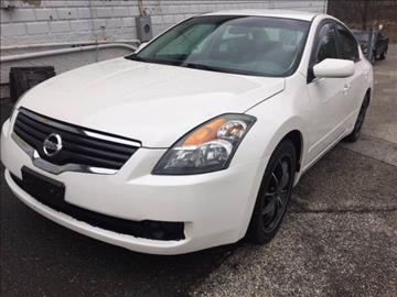 2009 Nissan Altima for sale at DISTINCTIVE MOTOR CARS UNLIMITED in Johnston RI