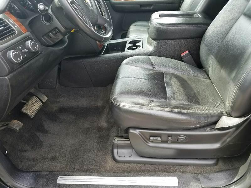 2007 Chevrolet Suburban LTZ 1500 4dr SUV 4WD - Dilworth MN
