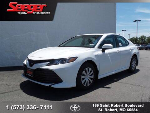 2020 Toyota Camry Hybrid for sale at SEEGER TOYOTA OF ST ROBERT in St Robert MO