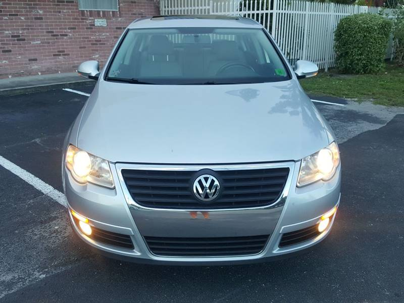 2010 Volkswagen Passat for sale at UNITED AUTO BROKERS in Hollywood FL