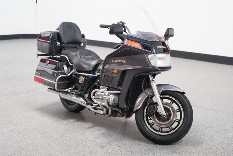 1987 Honda Goldwing (image 1)