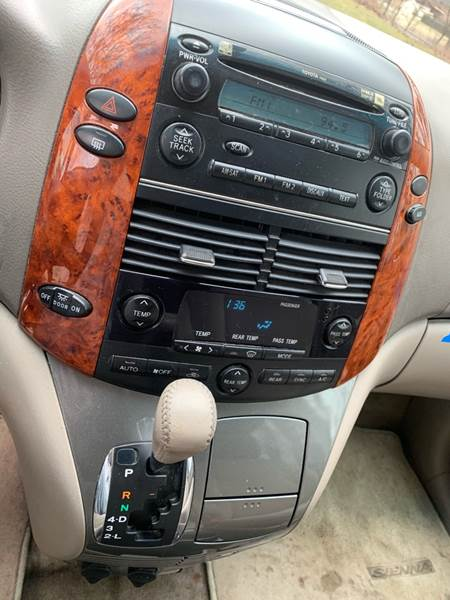 2006 toyota sienna cd player