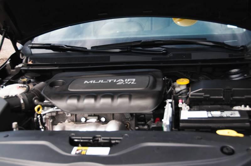 2016 Chrysler 200 Limited 4dr Sedan - Ocean Springs MS