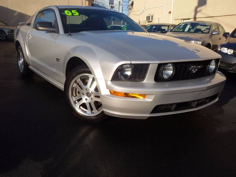 2005 Ford Mustang GT Premium 2dr Coupe - Saddle Brook NJ