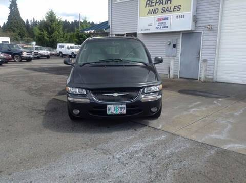 1998 Chrysler Town and Country for sale in Clackamas, OR
