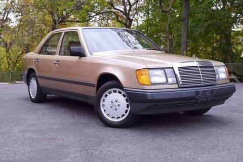 1987 Mercedes-Benz 260-Class
