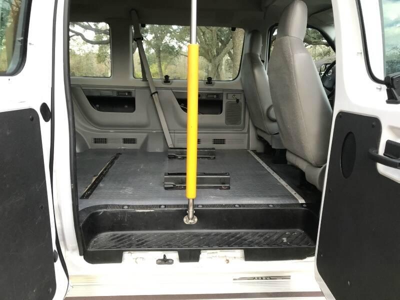 2011 Ford E-Series Wagon E-150 XL 3dr Passenger Van - Houston TX