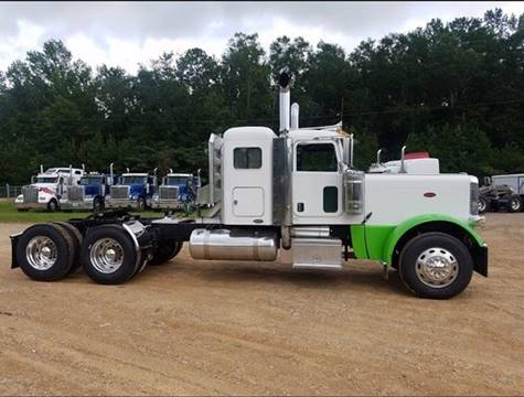 "2009 Peterbilt 389 36"" Flattop Sleeper"