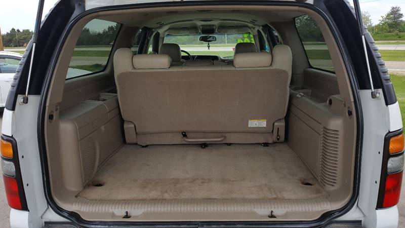 2004 GMC Yukon XL for sale at Auto Group Sales & Service Inc in Roscoe IL