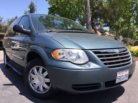 2006 Chrysler Town and Country for sale in Huntington Beach, CA