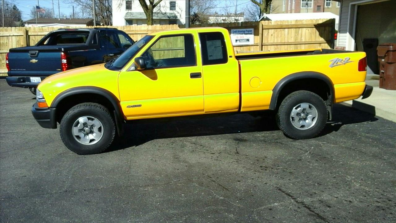 2002 CHEVROLET S-10 ZR2 yellow air conditioning 4 wheel standard abs daytime running lights po