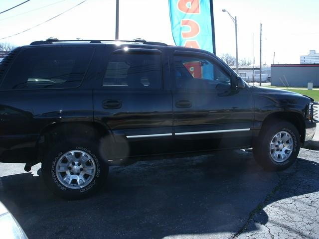 2005 CHEVROLET TAHOE LS 4WD 4DR SUV black air conditioning 4 wheel standard abs daytime running