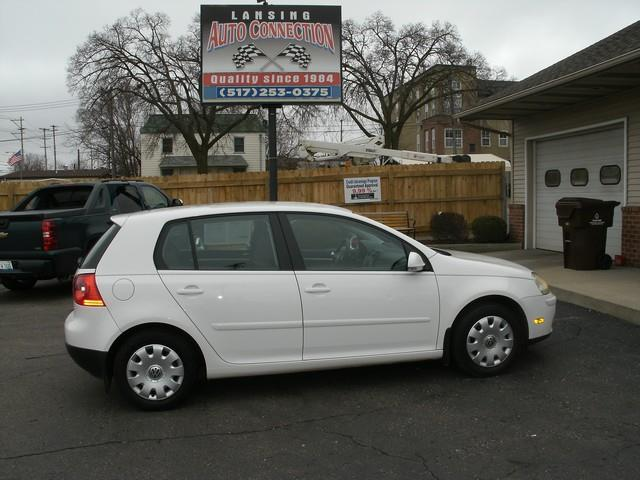 2007 VOLKSWAGEN RABBIT BASE 4DR HATCHBACK 25L I5 6A white air conditioning 4 wheel standard a