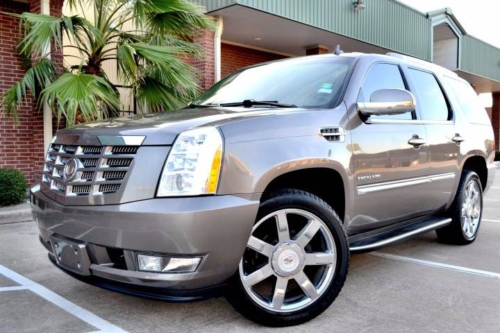 cadillac en used lg sale new qatar for and cars escalade photo in listing