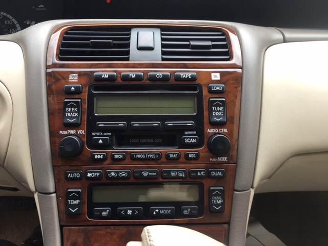 2001 Toyota Avalon XLS 4dr Sedan w/Bucket Seats - Watertown WI