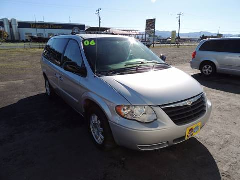 2006 Chrysler Town and Country for sale in Tillamook, OR
