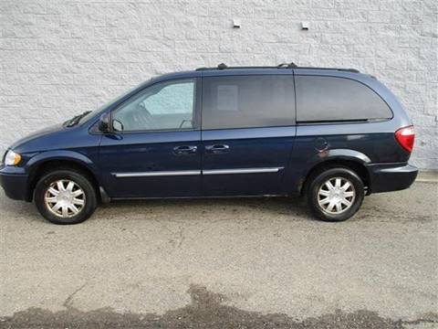 2006 Chrysler Town and Country for sale in Alliance, OH