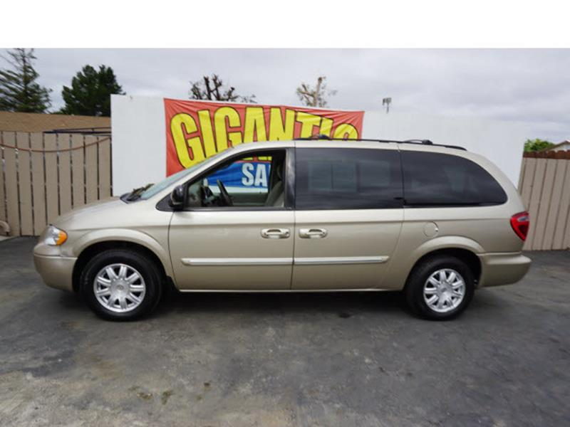 2006 Chrysler Town and Country Touring 4dr Extended Mini-Van - Gilroy CA