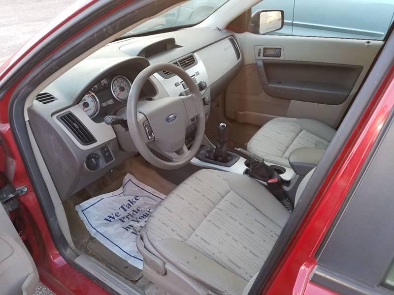 2009 Ford Focus SE 4dr Sedan - Taylor MI