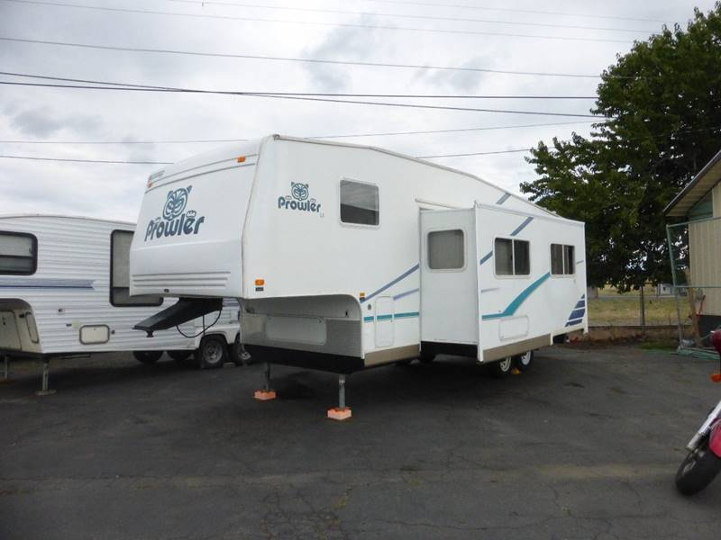 2003 FLEETWOOD PROWLER 305  LS LIVING ROOM SLIDE white front bedroom rear bath livingroom sli