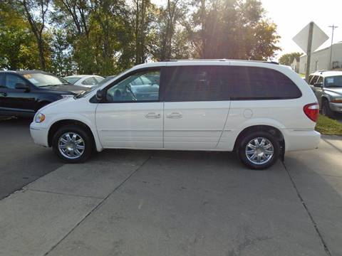 2006 Chrysler Town and Country for sale in Waterloo, IA