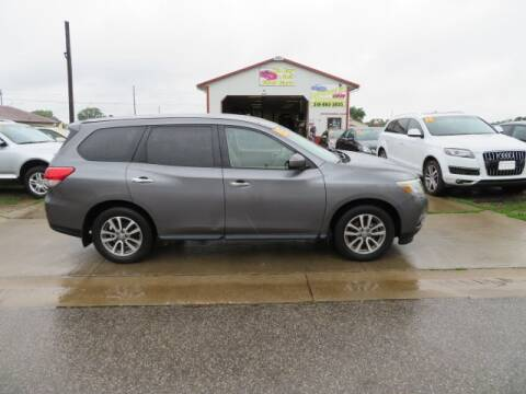 2015 Nissan Pathfinder for sale at Jefferson St Motors in Waterloo IA