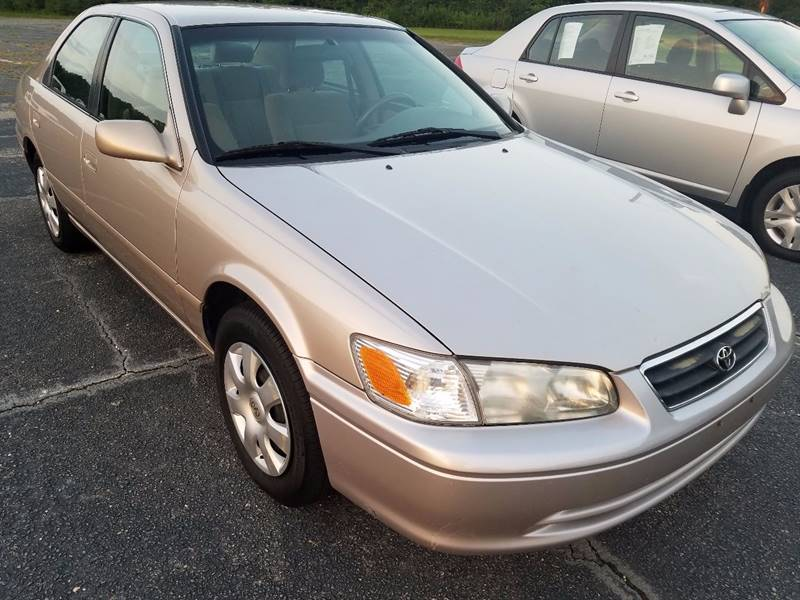 2000 Toyota Camry for sale at Global Autos in Kenly NC