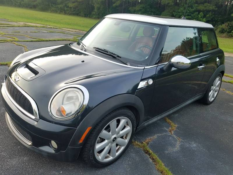 2008 MINI Cooper for sale at Global Autos in Kenly NC